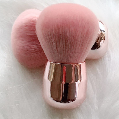 Beauty Wow Grande Puff Powder Brush 1 Feathers 3