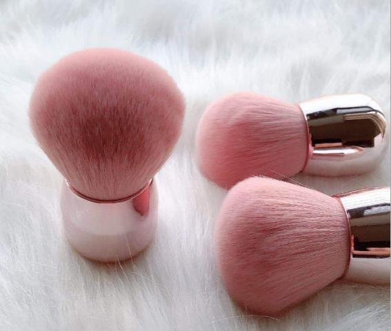 Beauty Wow Grande Puff Powder Brush 1 Feathers 4
