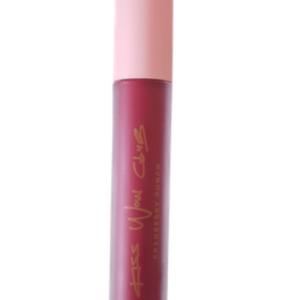Kiss Wow Club Cranberry Punch Lipstick