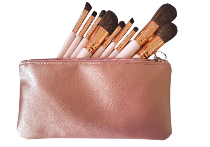 Kiss Wow Club Pink Flamingo Makeup Brush Set in Powder Pink makeup Bage