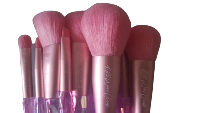 Kiss Wow Club Pink Holographic Makeup Brush Set 1