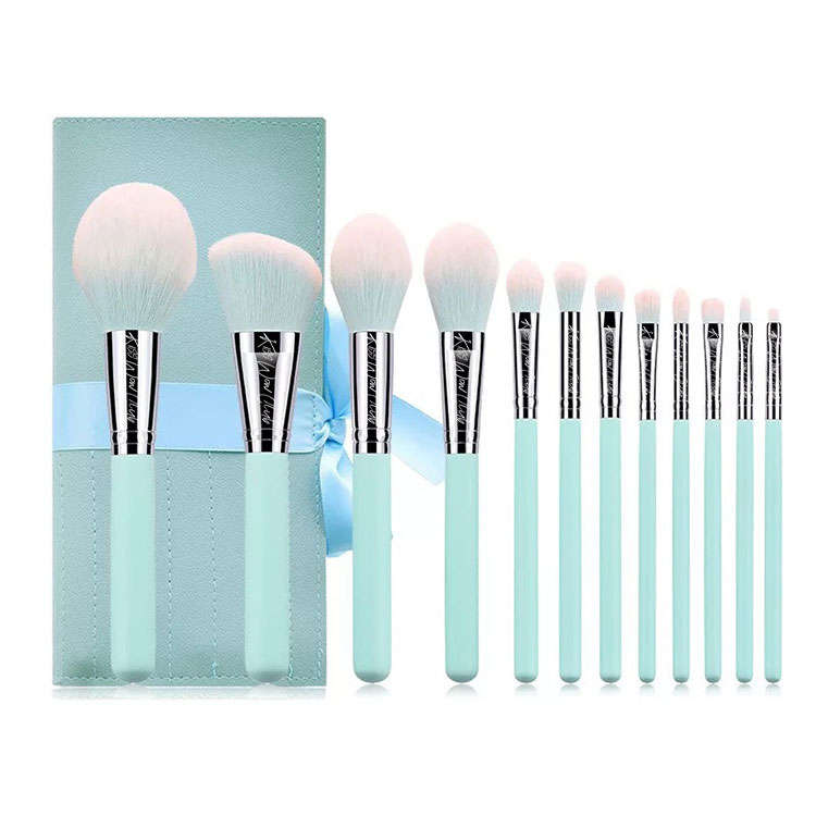 Kiss Wow Club Pro Powder Blue Make Up Brush Set 8