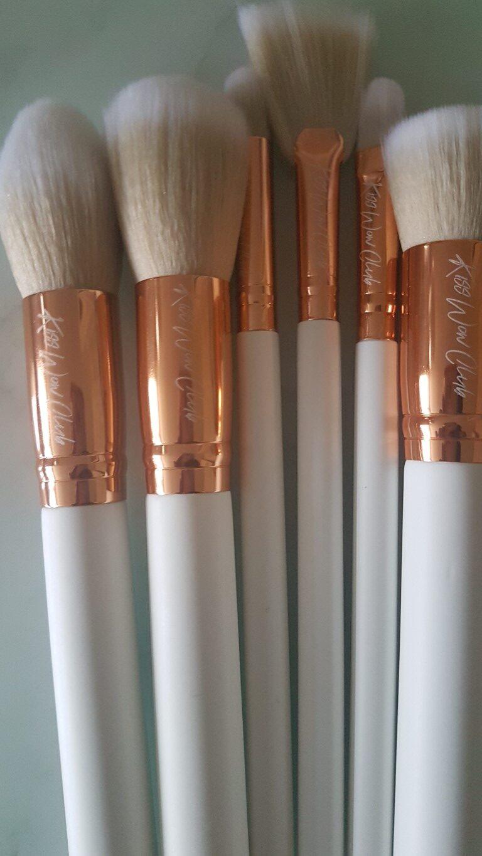 Kiss Wow Club Sable White Makeup Brush Set 8