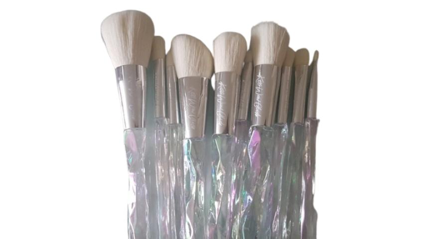Kiss Wow Club White Holographic Crystal Makeup Brush Set 1