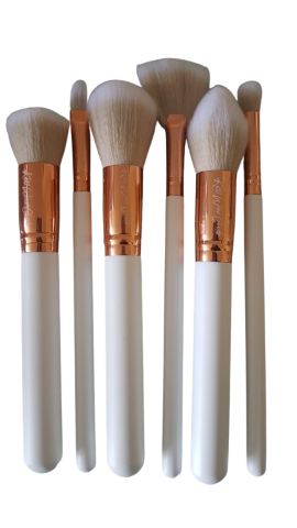 Kiss Wow Club White Sable Makeup Brush Set White Background 1