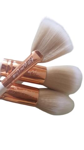 Kiss Wow Club White Sable Makeup Brush Set White Background 8