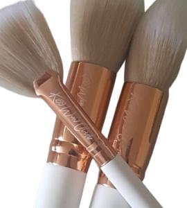 Kiss Wow Club White Sable Makeup Brush Set White Background 9